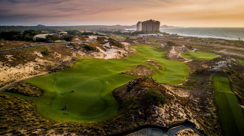 The Bluffs Hồ Tràm Strip nằm trong Top 10 sân Golf tốt nhất Châu Á