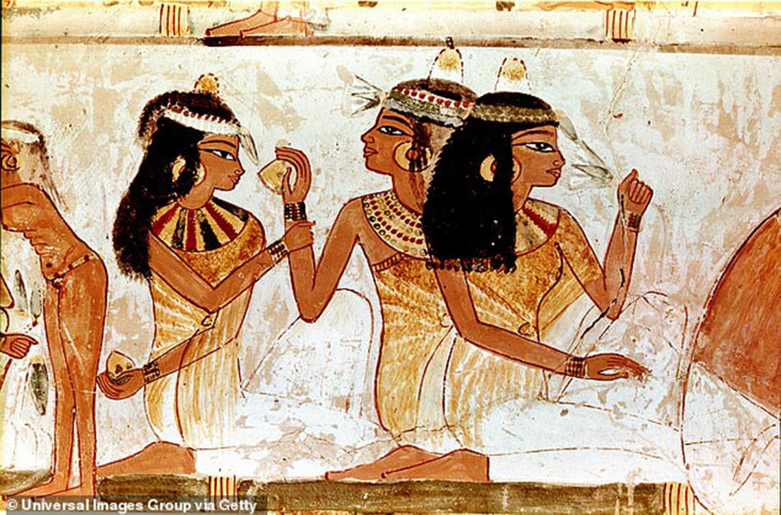 Nước hoa của Nữ hoàng Cleopatra - 4