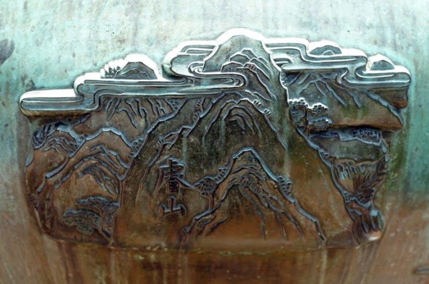 Chín ngọn núi đúc trên cửu đỉnh Huế -6