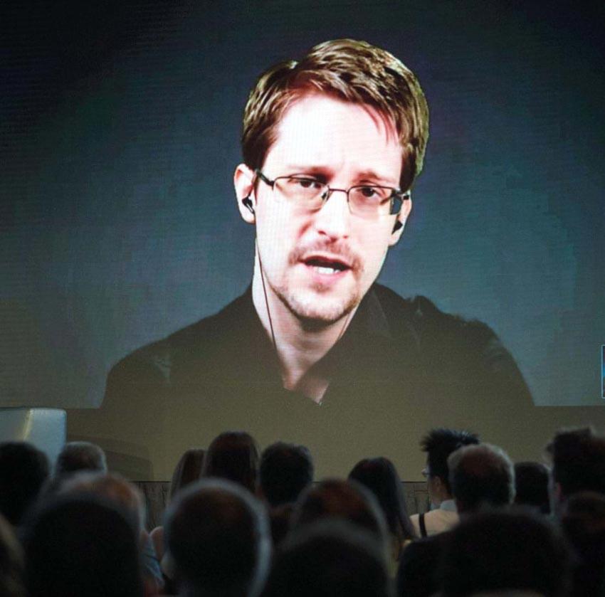 Cựu gián điệp CIA Edward Snowden: Chúng ta đã bị theo dõi như thế nào? -3