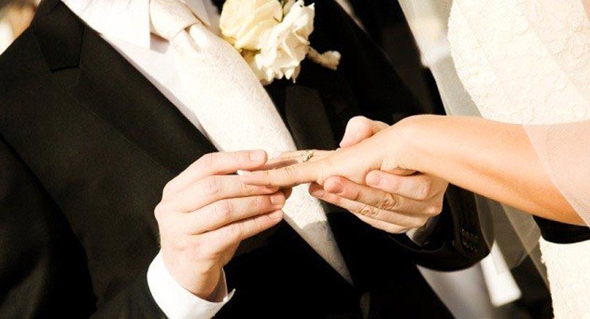Những phụ nữ đóng vai người chồng trong hôn nhân -10