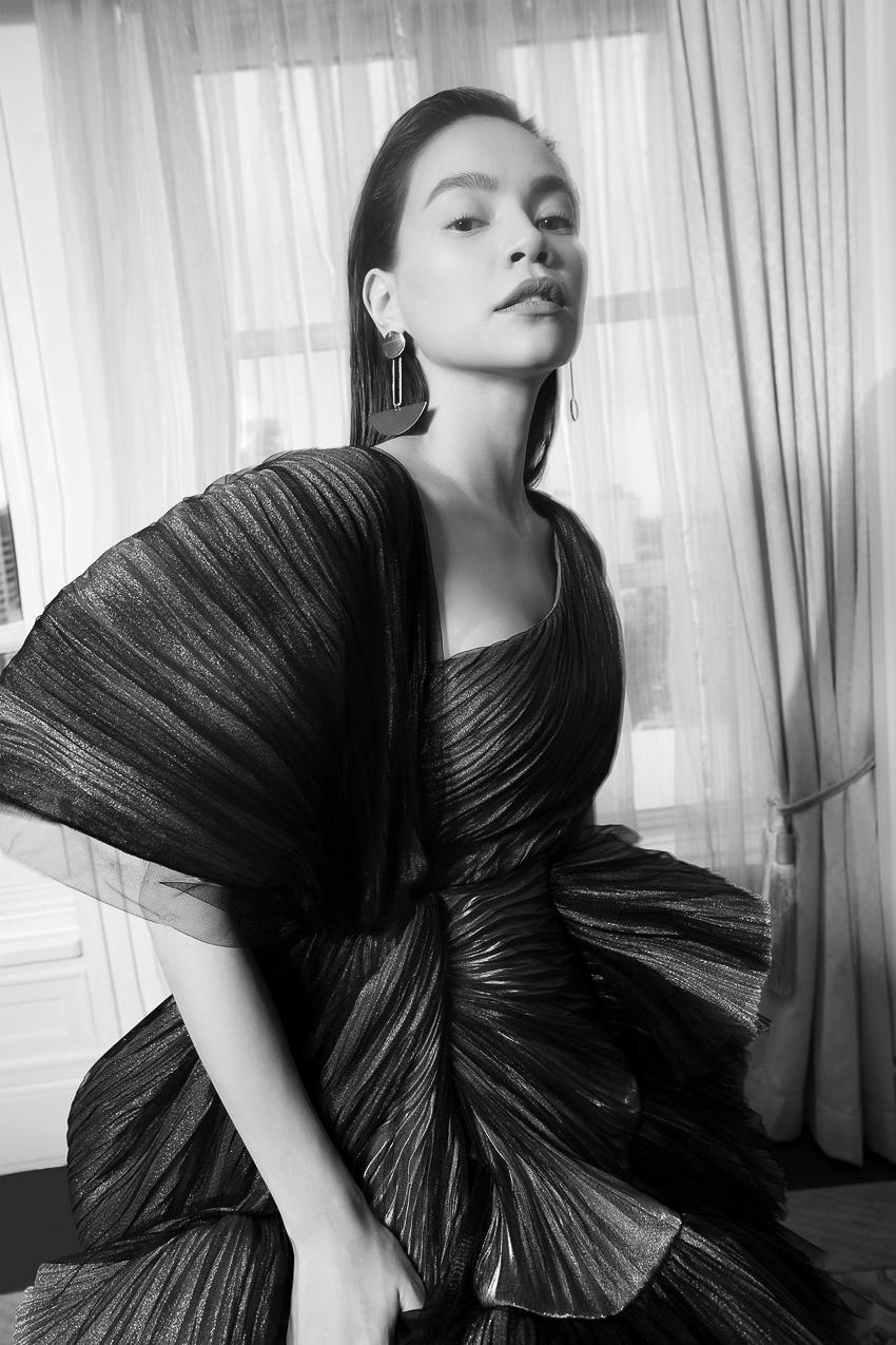 Bộ ảnh thời trang CONG TRI do Hà Hồ và Thanh Hằng lên Vogue Pháp - 10