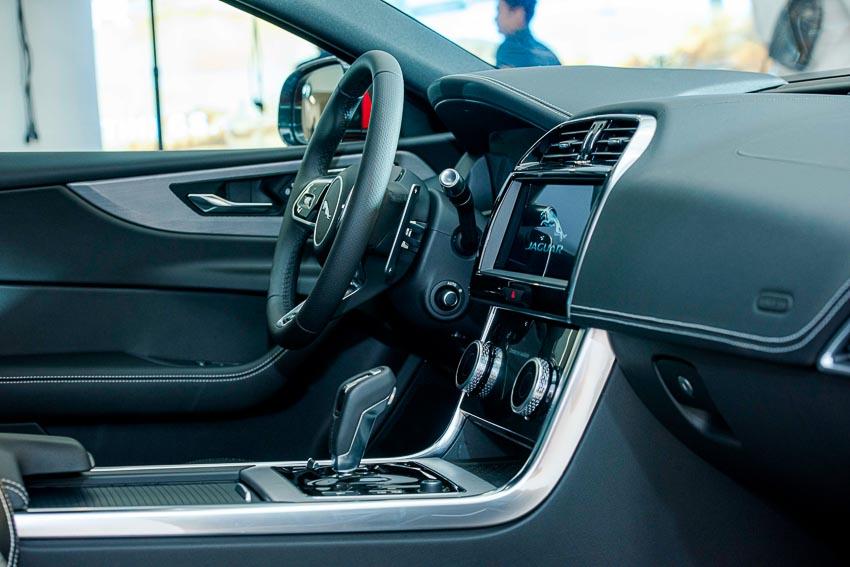 Jaguar Land Rover Việt Nam ra mắt xe Jaguar XE và Land Rover Discovery Sport mới - 12