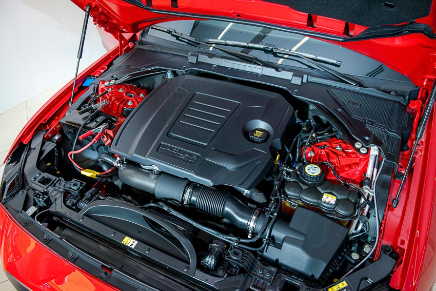 Jaguar Land Rover Việt Nam ra mắt xe Jaguar XE và Land Rover Discovery Sport mới - 15