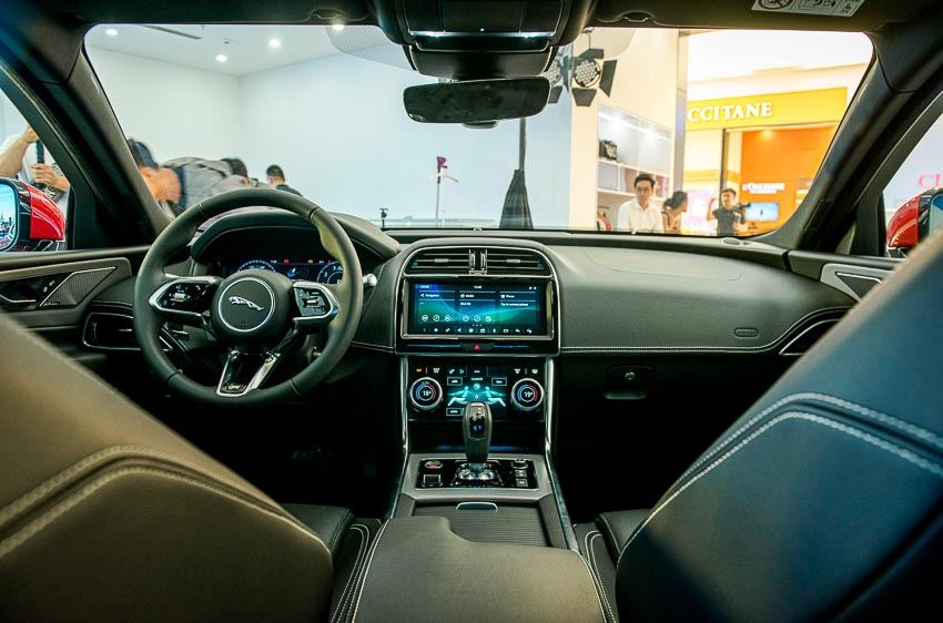 Jaguar Land Rover Việt Nam ra mắt xe Jaguar XE và Land Rover Discovery Sport mới - 21