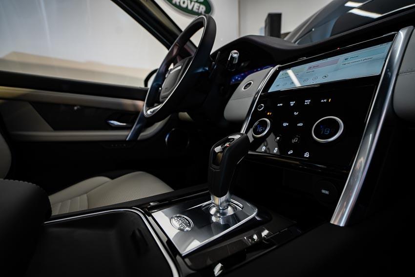 Jaguar Land Rover Việt Nam ra mắt xe Jaguar XE và Land Rover Discovery Sport mới 45