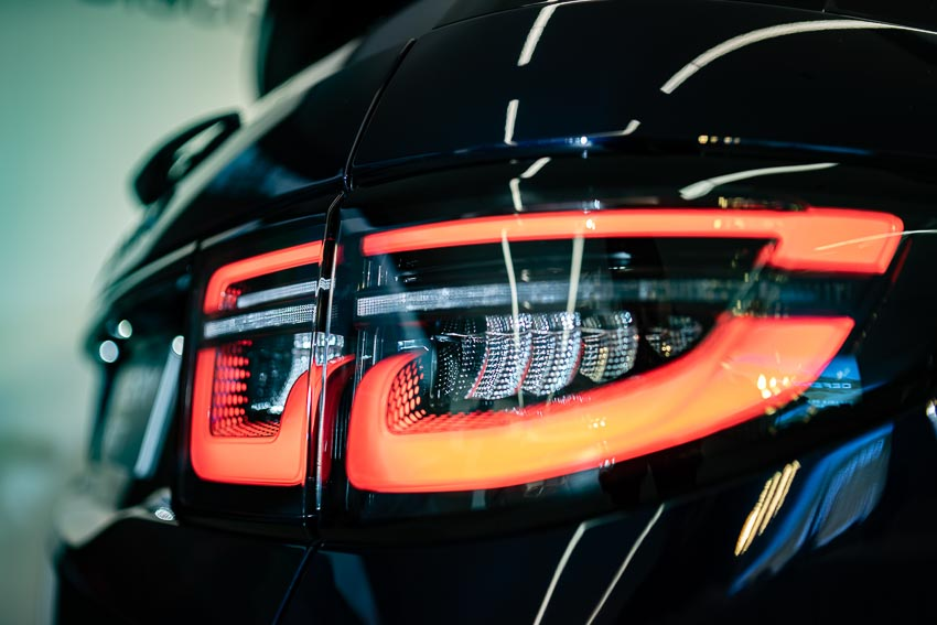 Jaguar Land Rover Việt Nam ra mắt xe Jaguar XE và Land Rover Discovery Sport mới - 51