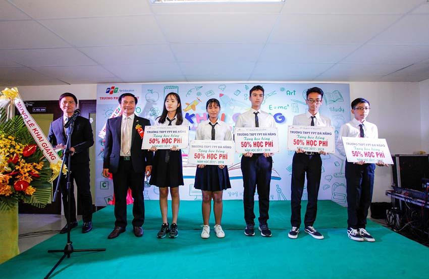 Trường THPT FPT Đà Nẵng trao 60 suất học bổng cho học sinh lớp 9 -1