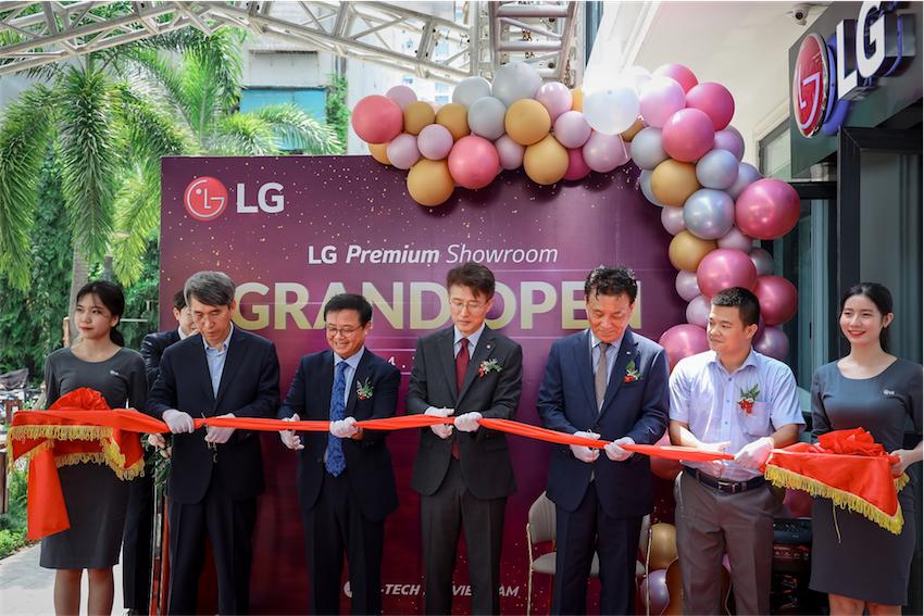 LG khai trương LG Premium Showroom – nơi trải nghiệm các thiết bị điện tử cao cấp nhất - 2