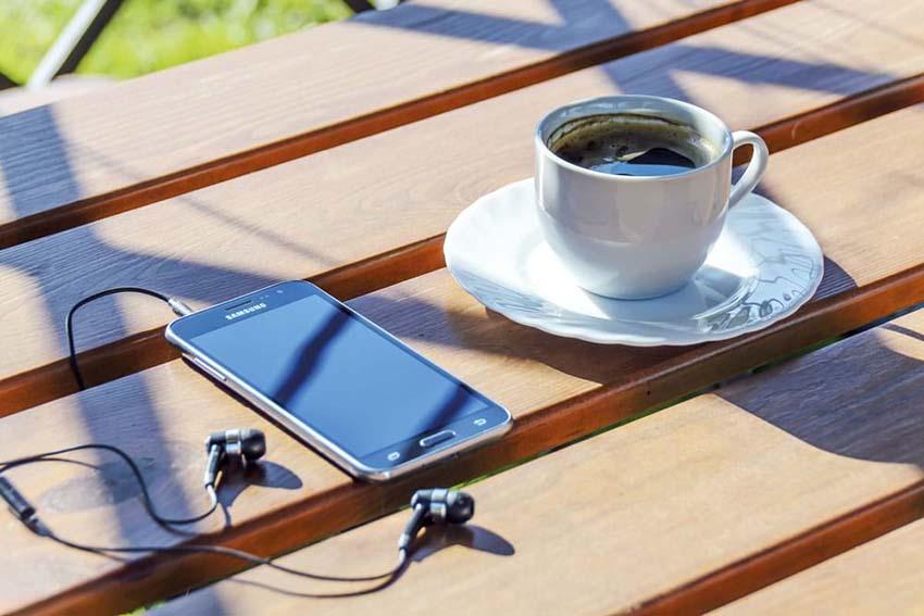 Cà phê thôi, nhạc nhéo gì!