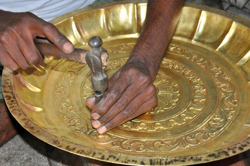 Nghệ thuật chạm rập nổi kim loại của Ấn Độ -6