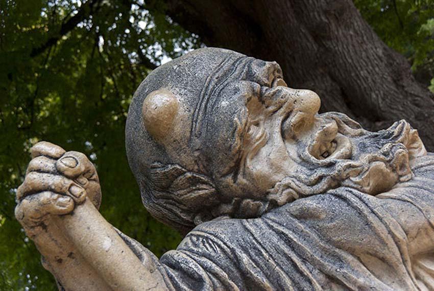 Những bức tượng kỳ lạ được tạo ra từ những cơn ác mộng -3
