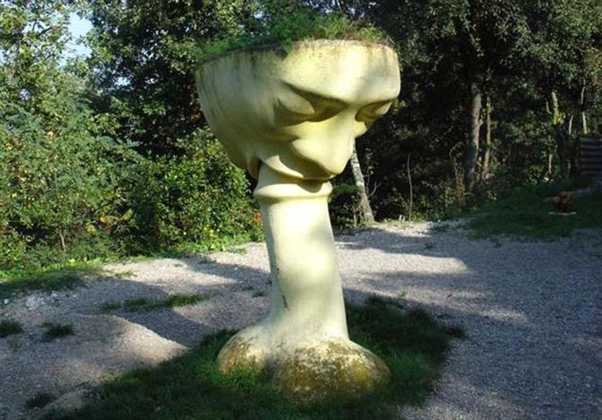 Những bức tượng kỳ lạ được tạo ra từ những cơn ác mộng -8