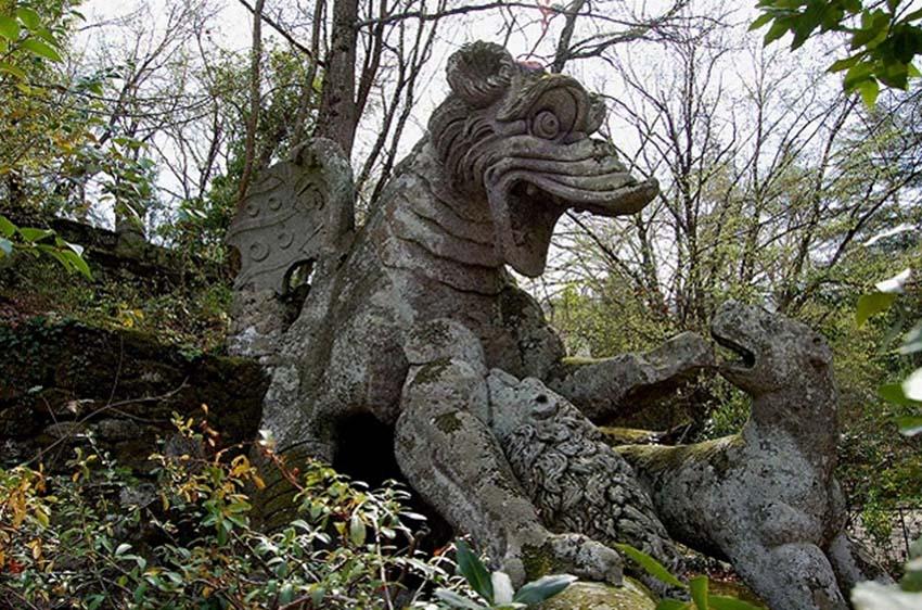 Những bức tượng kỳ lạ được tạo ra từ những cơn ác mộng -10