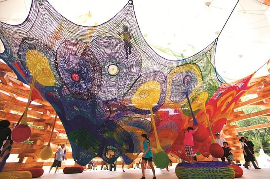 'Chỗ chơi' nơi đô thị: Sân chơi cho trẻ, từ hình khối đến sắc màu -1