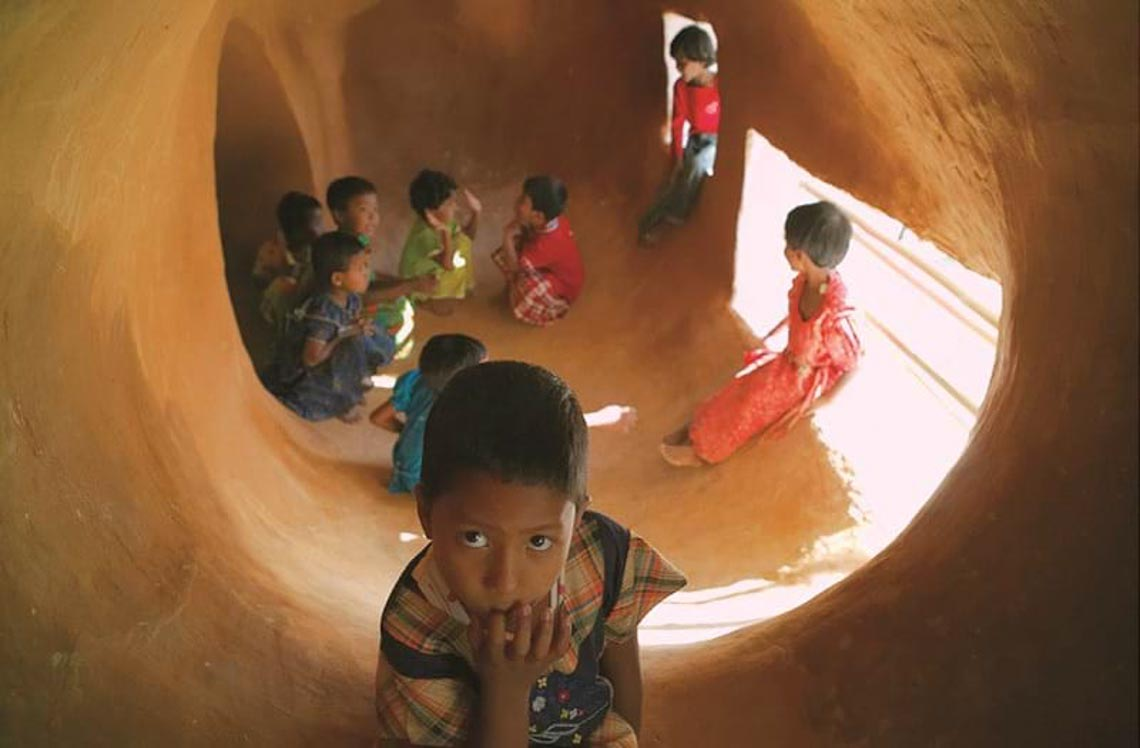'Chỗ chơi' nơi đô thị: Sân chơi cho trẻ, từ hình khối đến sắc màu -2
