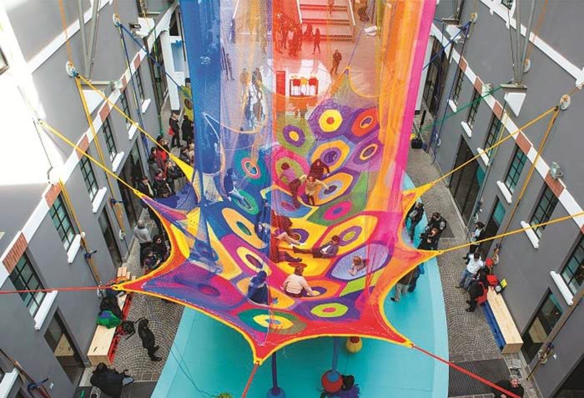 'Chỗ chơi' nơi đô thị: Sân chơi cho trẻ, từ hình khối đến sắc màu -10