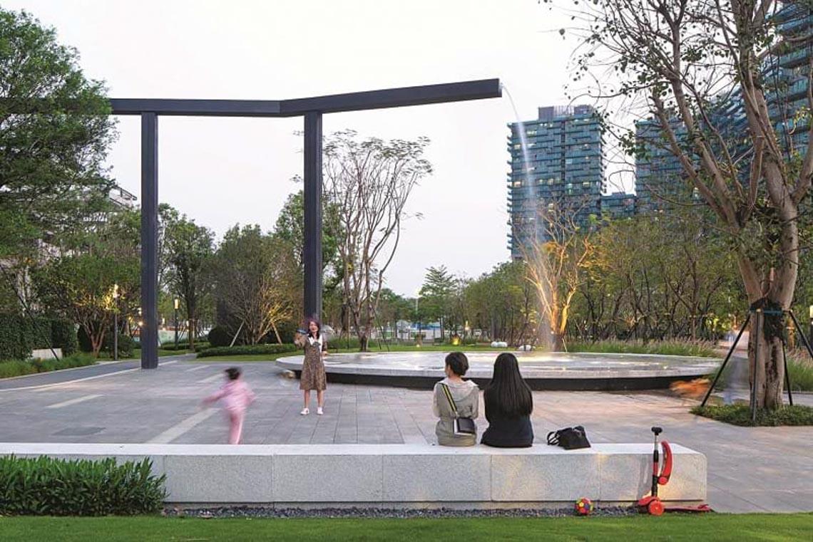 'Chỗ chơi' nơi đô thị: Sân chơi cho trẻ, từ hình khối đến sắc màu -12
