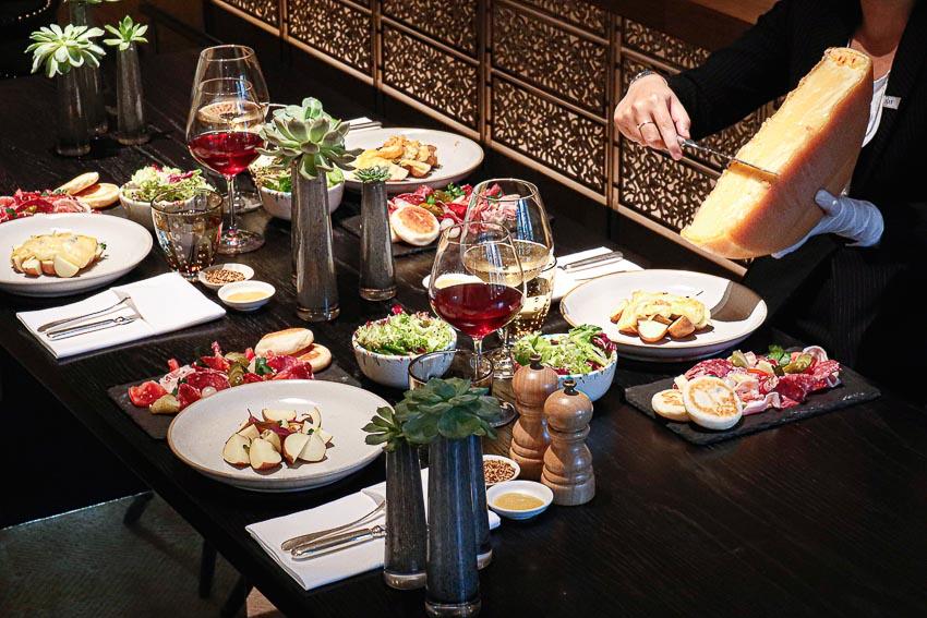 Thưởng thức món phô mai Raclette hấp dẫn đến từ Thụy Sĩ - 10