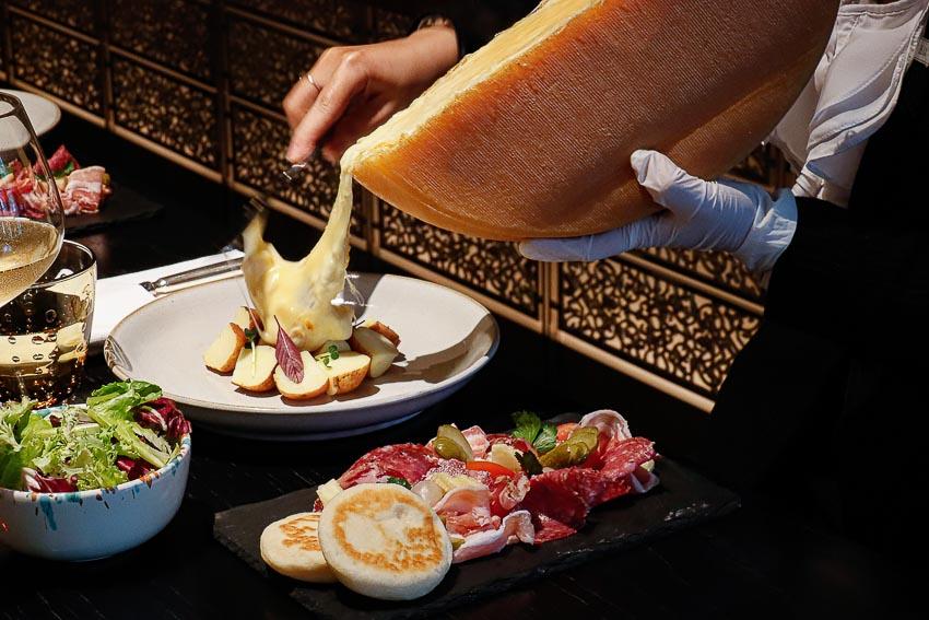 Thưởng thức món phô mai Raclette hấp dẫn đến từ Thụy Sĩ - 7