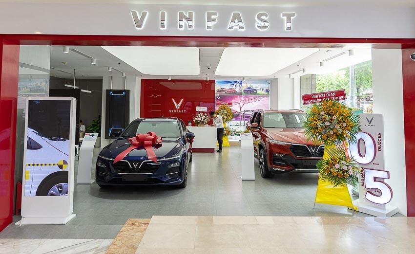 VinFast đồng loạt khai trương 27 showroom mới trên toàn quốc - 1