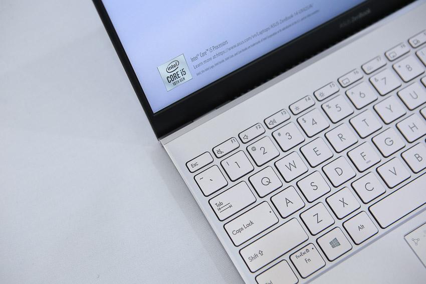ASUS giới thiệu ZenBook 14 UX425, laptop 14-inch mỏng nhất thế giới với đầy đủ cổng kết nối - 12