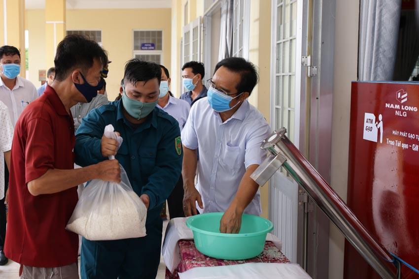 Tập đoàn Nam Long hỗ trợ hệ thống ATM gạo tại tỉnh Long An -1