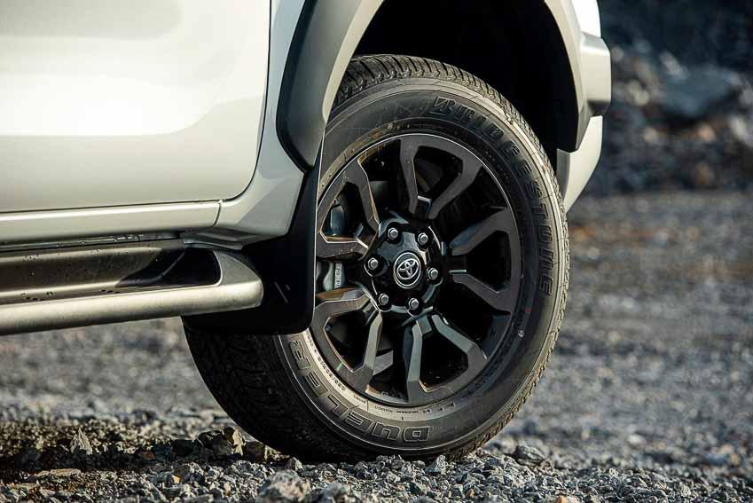 Toyota Hilux 2020 cải tiến thiết kế, công nghệ an toàn vận hành và tiện nghi - 11