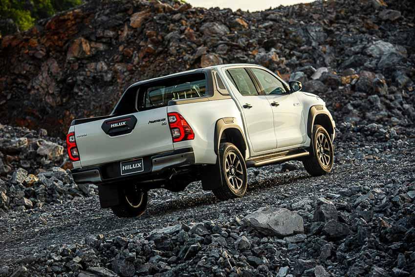 Toyota Hilux 2020 cải tiến thiết kế, công nghệ an toàn vận hành và tiện nghi - 13
