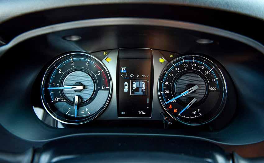 Toyota Hilux 2020 cải tiến thiết kế, công nghệ an toàn vận hành và tiện nghi - 15