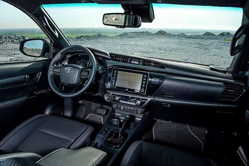 Toyota Hilux 2020 cải tiến thiết kế, công nghệ an toàn vận hành và tiện nghi 17