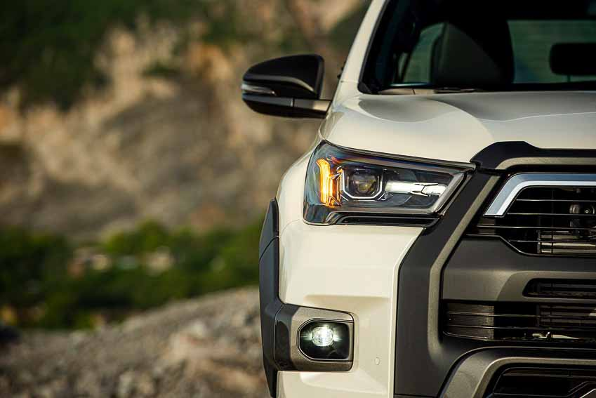 Toyota Hilux 2020 cải tiến thiết kế, công nghệ an toàn vận hành và tiện nghi - 9