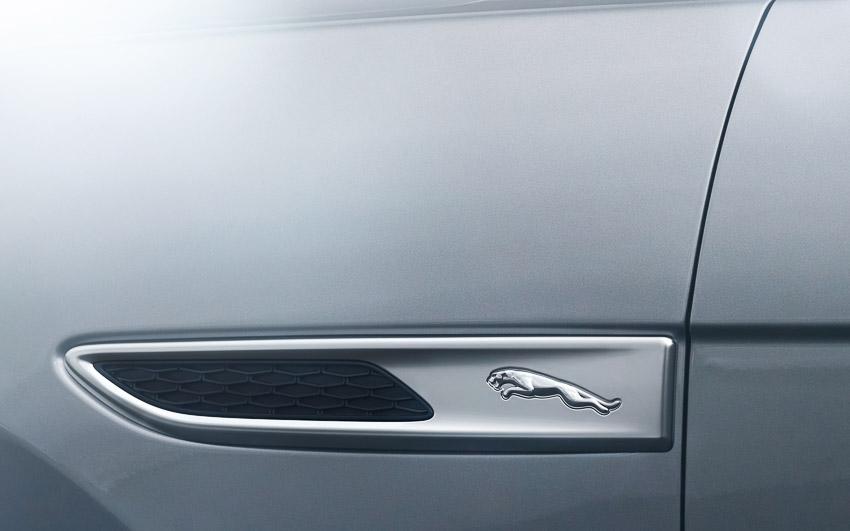 Jaguar F-PACE mới: thiết kế sang trọng, luôn kết nối, xe lai điện - 11