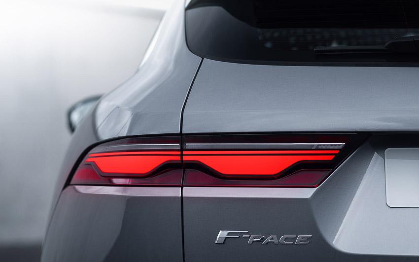 Jaguar F-PACE mới: thiết kế sang trọng, luôn kết nối, xe lai điện - 9