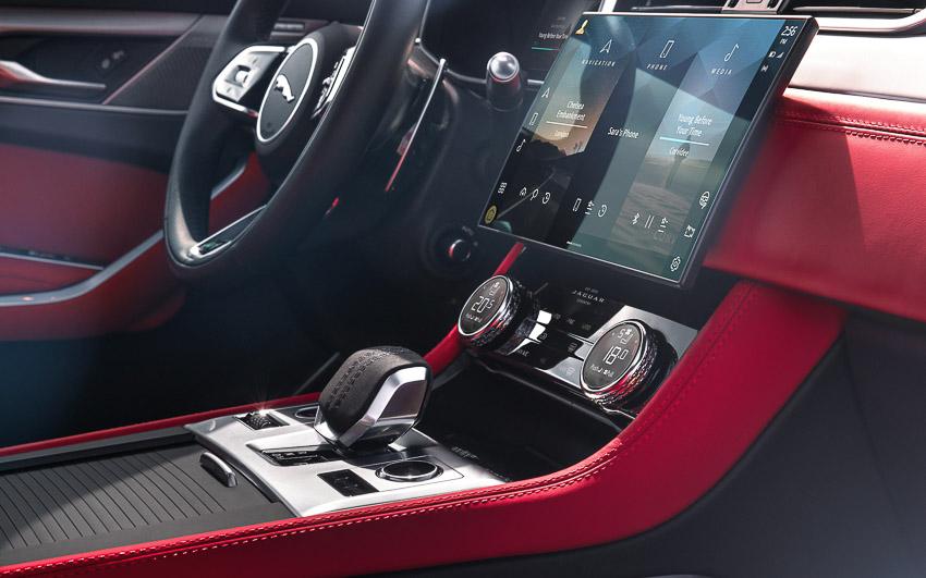 Jaguar F-PACE mới: thiết kế sang trọng, luôn kết nối, xe lai điện - 16