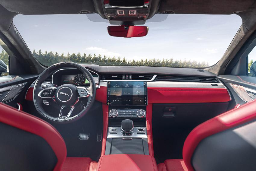 Jaguar F-PACE mới: thiết kế sang trọng, luôn kết nối, xe lai điện - 18