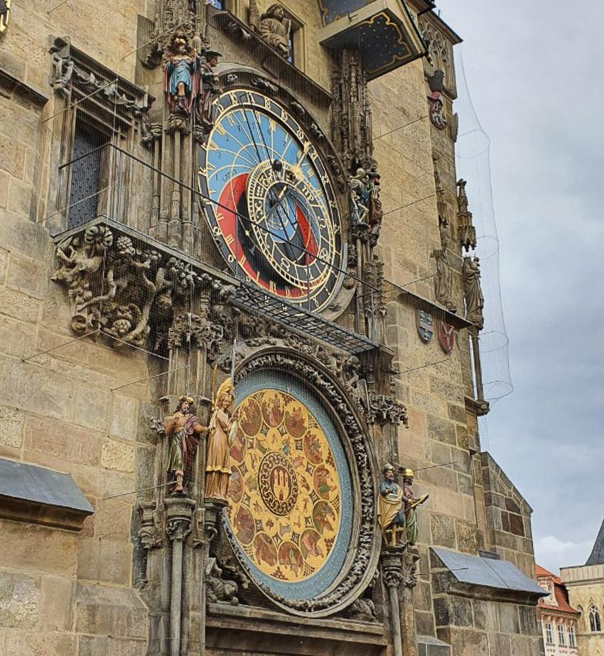 Đồng hồ thiên văn ở Praha và nghi thức chuyển giờ kỳ lạ - 03