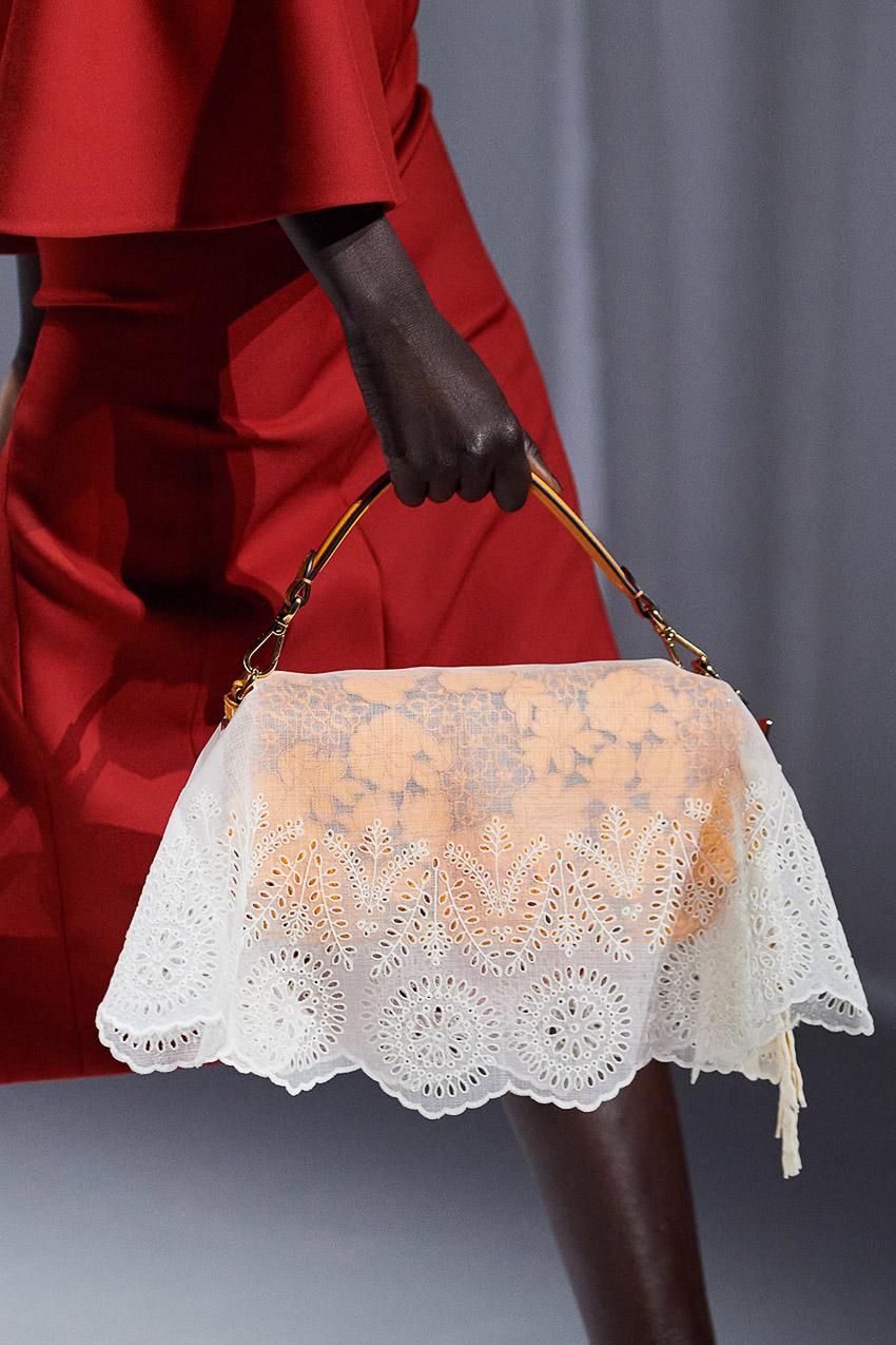 Những mẫu túi xách gây bão xu hướng trên sàn diễn Fendi Xuân-Hè 2021 - 02