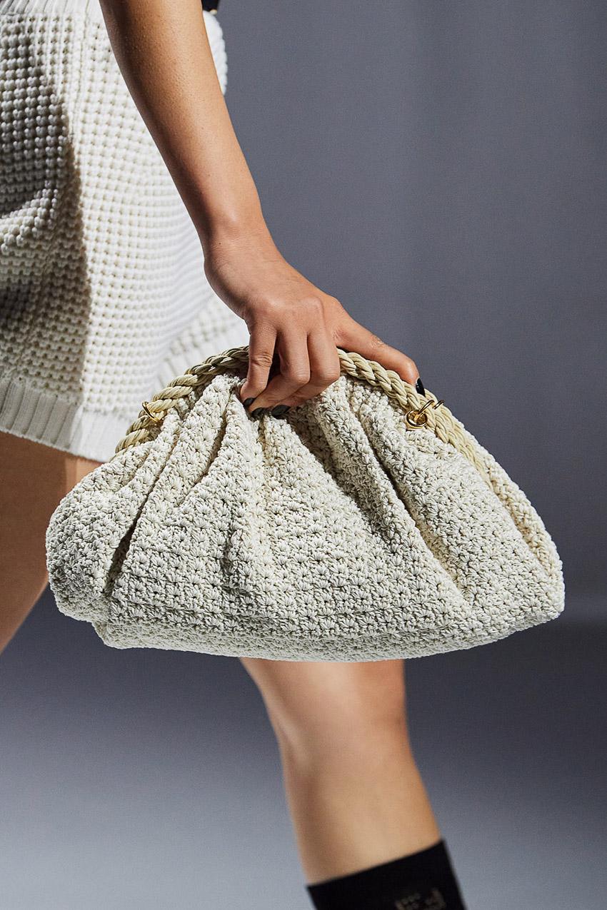 Những mẫu túi xách gây bão xu hướng trên sàn diễn Fendi Xuân-Hè 2021 - 21