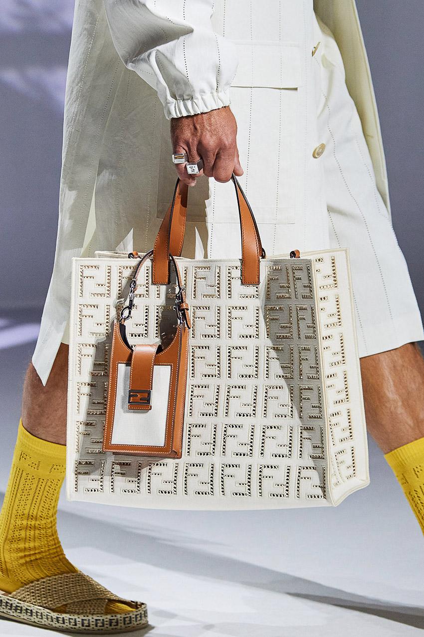 Những mẫu túi xách gây bão xu hướng trên sàn diễn Fendi Xuân-Hè 2021 - 24