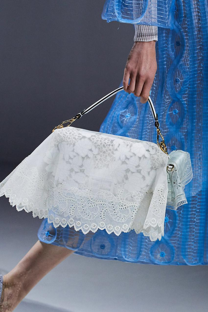 Những mẫu túi xách gây bão xu hướng trên sàn diễn Fendi Xuân-Hè 2021 - 03