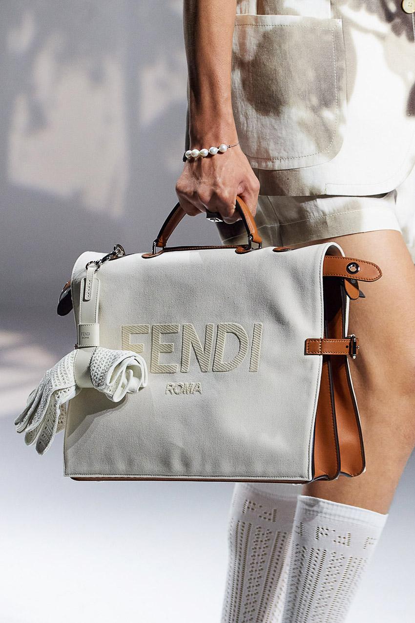 Những mẫu túi xách gây bão xu hướng trên sàn diễn Fendi Xuân-Hè 2021 - 31