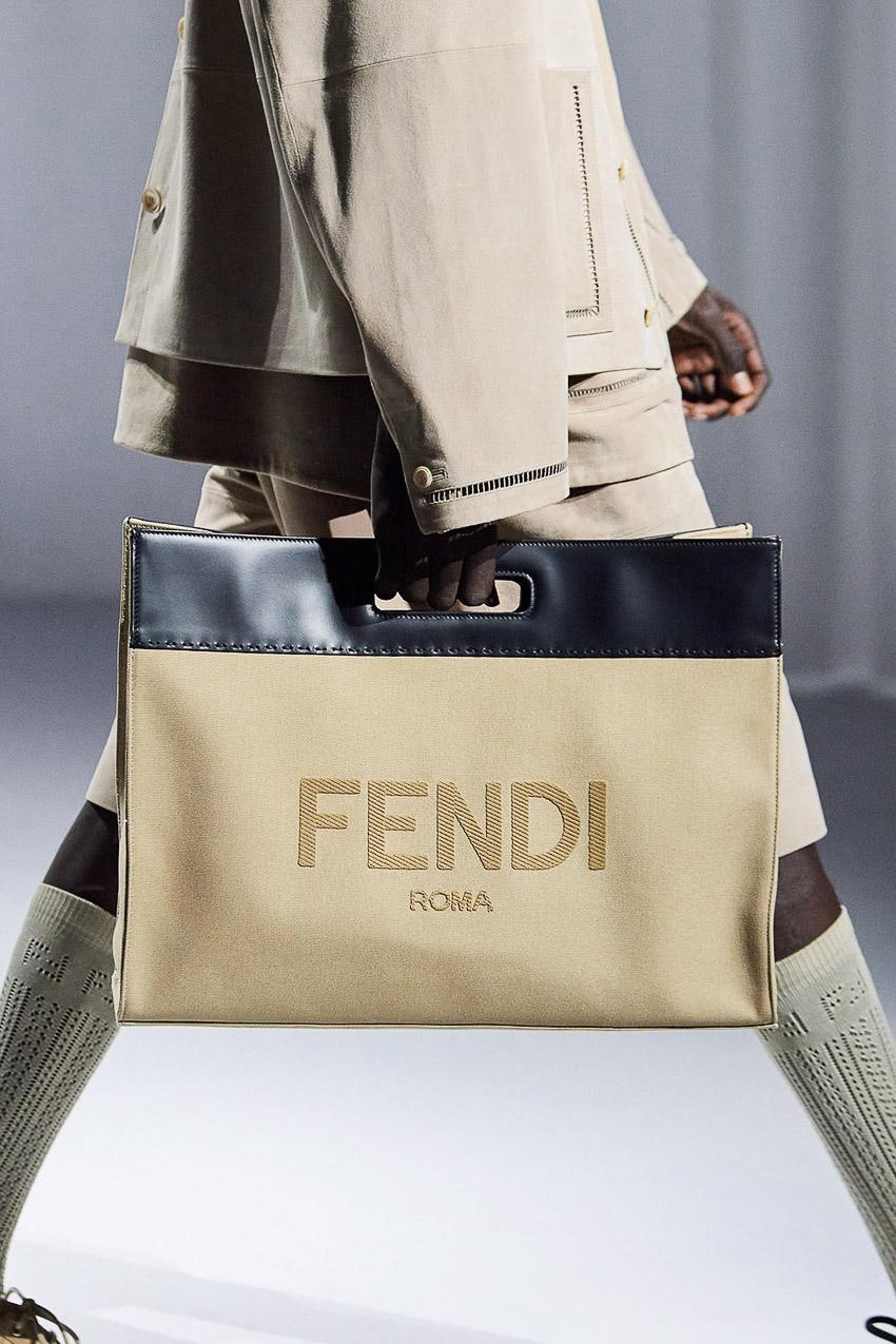 Những mẫu túi xách gây bão xu hướng trên sàn diễn Fendi Xuân-Hè 2021 - 33