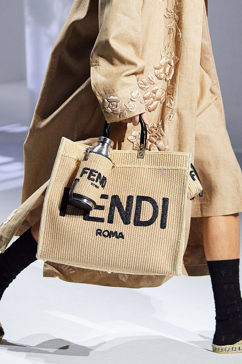 Những mẫu túi xách gây bão xu hướng trên sàn diễn Fendi Xuân-Hè 2021 - 34