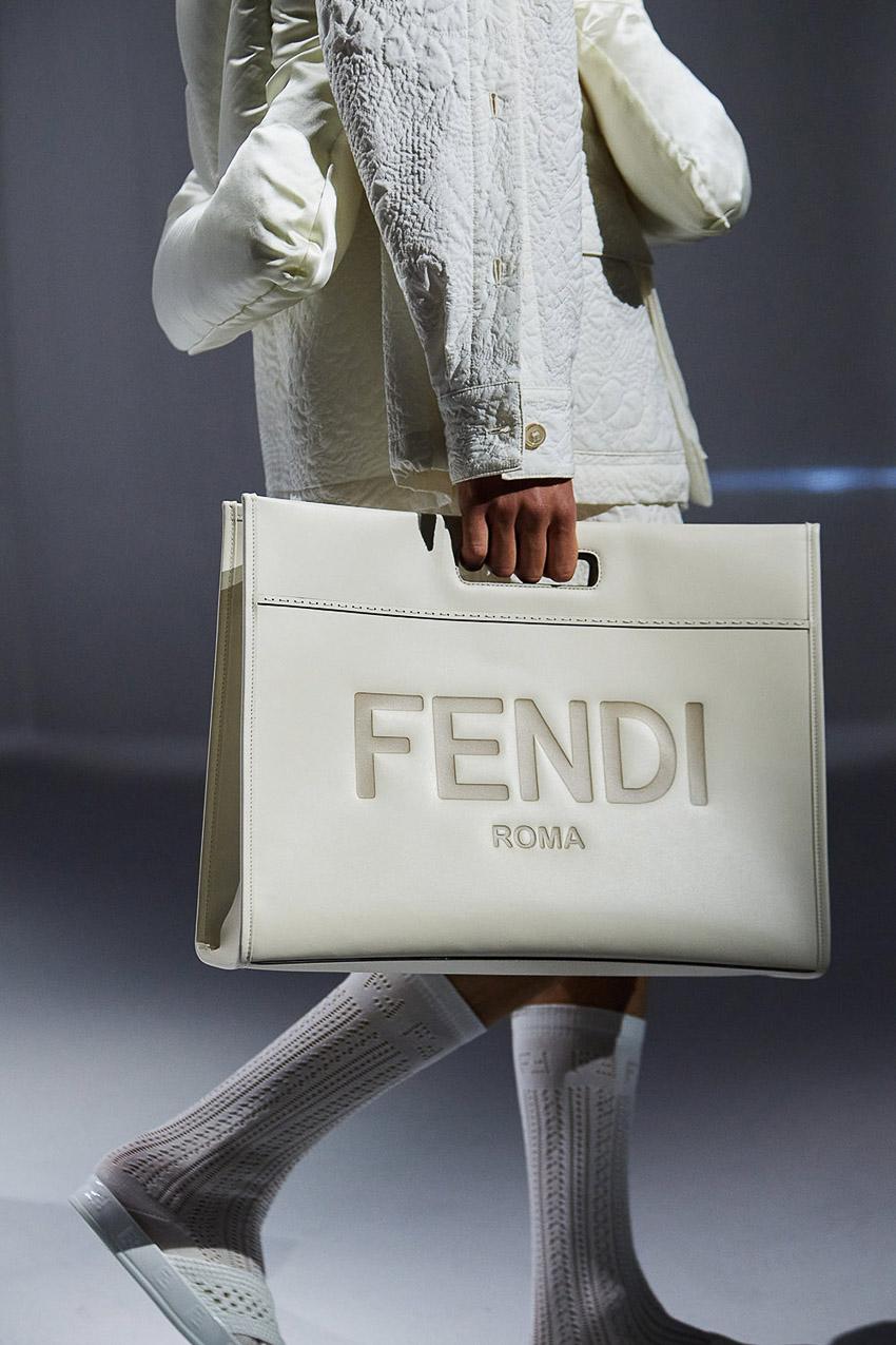 Những mẫu túi xách gây bão xu hướng trên sàn diễn Fendi Xuân-Hè 2021 - 37