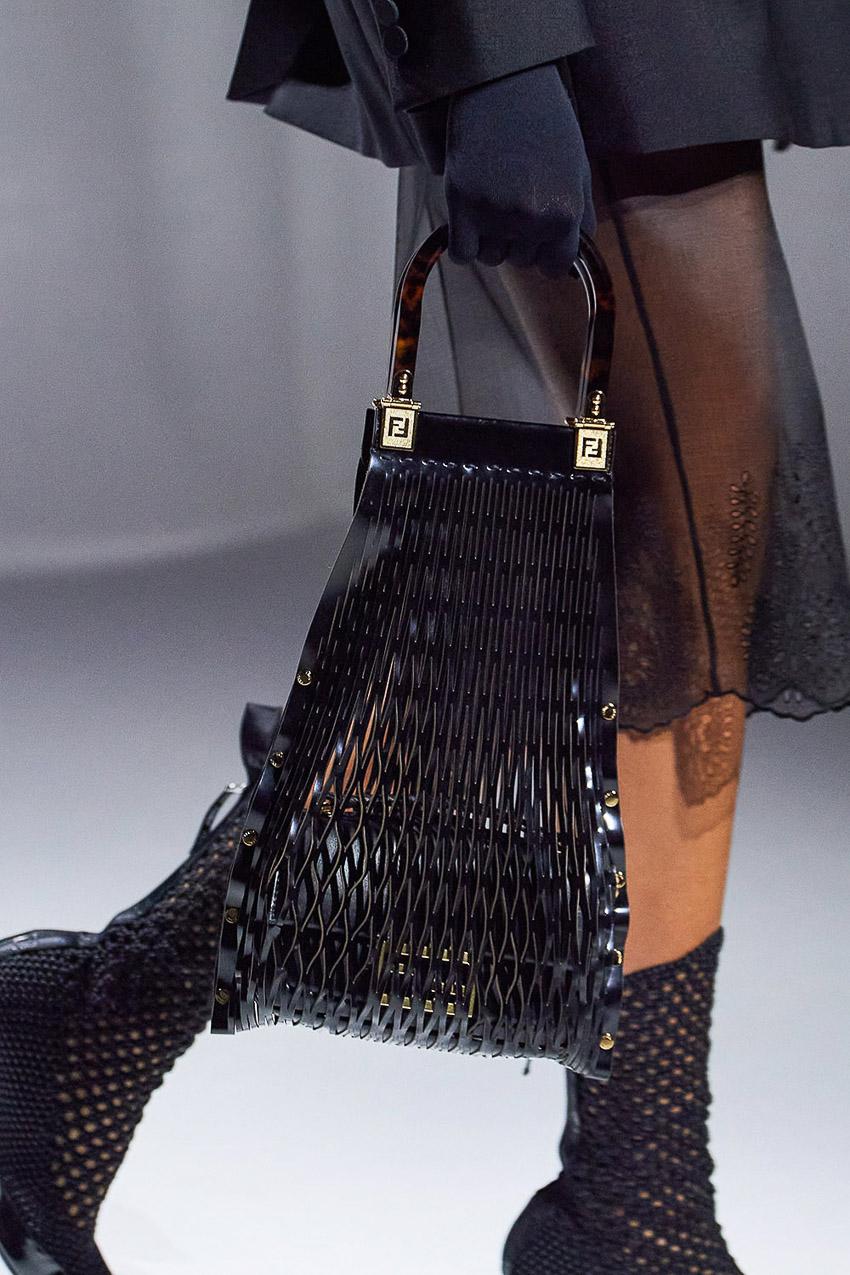 Những mẫu túi xách gây bão xu hướng trên sàn diễn Fendi Xuân-Hè 2021 - 39