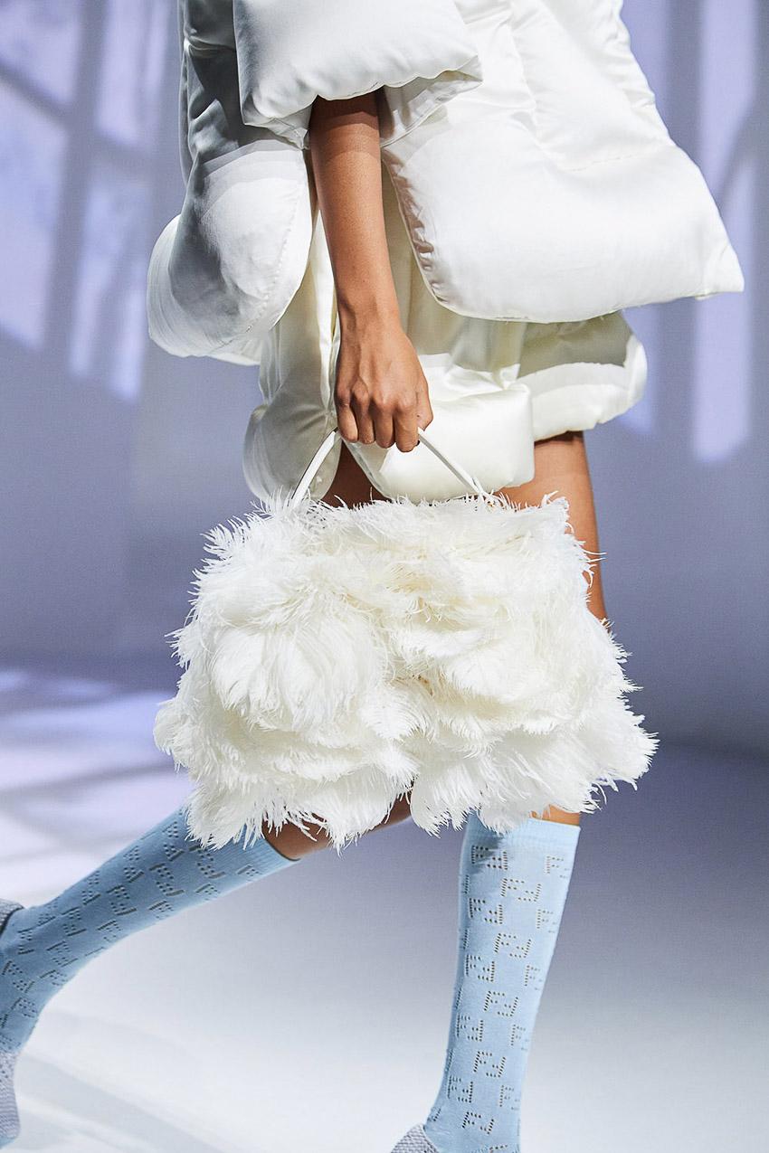 Những mẫu túi xách gây bão xu hướng trên sàn diễn Fendi Xuân-Hè 2021 - 41