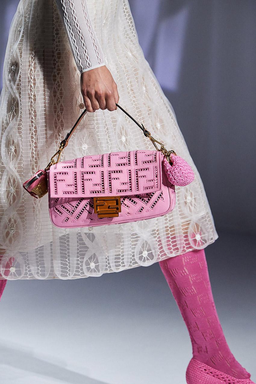 Những mẫu túi xách gây bão xu hướng trên sàn diễn Fendi Xuân-Hè 2021 - 07