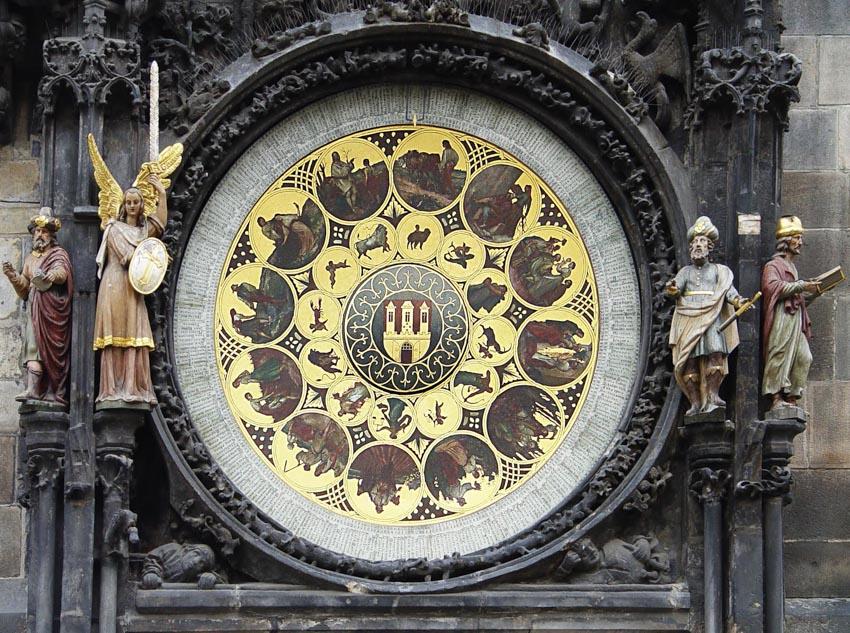 Đồng hồ thiên văn ở Praha và nghi thức chuyển giờ kỳ lạ -8