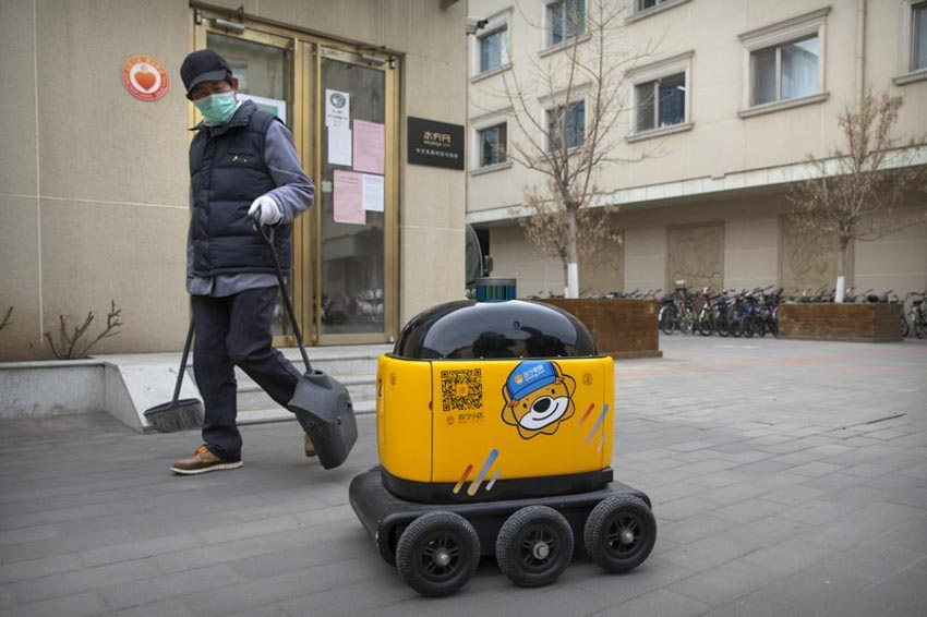 Trung Quốc: Sử dụng robot giao hàng thời Covid-19 -2